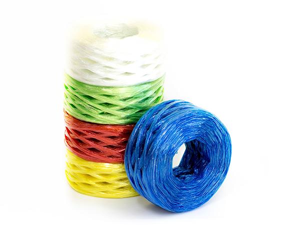 เชือกฟางพลาสติก ม้วนใหญ่ คละสี